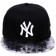 Bon� New Era Strapback New York Yankees 9Fifty Preto / Aba Couro Met�lica
