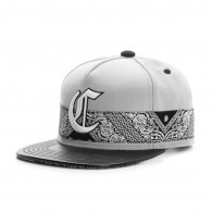 Bon� Cayler And Sons Snapback Big C Cinza / Aba Couro