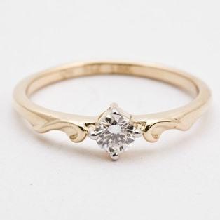 Anel em Ouro 18k / 750 Solitário com Diamante de 15 Pontos / 0,15 Cts