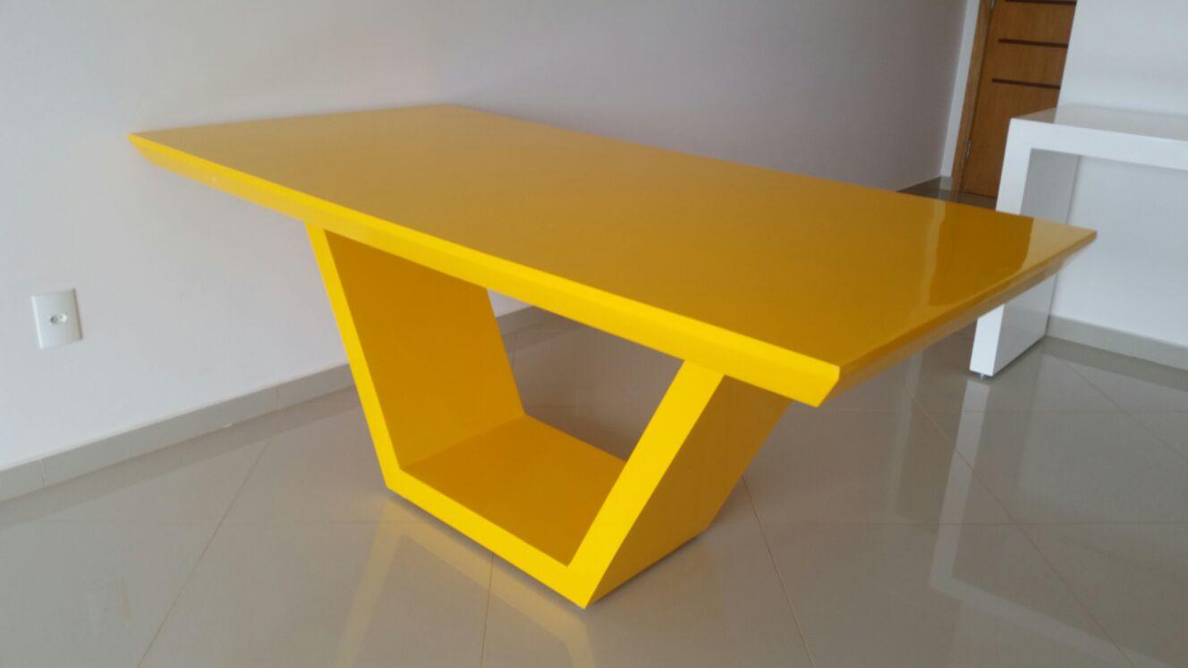Mesa de resina amarela for Mesas de resina para jardin